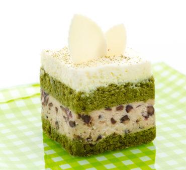 Matcha Genoise mit Azuki-Cream-Füllung