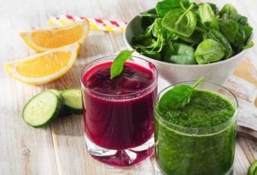 Sehr beliebt sind während der Detox Kur die grünen Smoothies, bestehend aus frischen Früchten und grünem Blattgemüse.