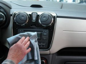 Autoinnenreinigung: So wird Ihr Auto von innen sauber!