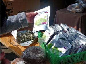 Wir spenden Lebensmittel für Bedürftige – soziales Engagement –